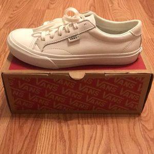 Vans Court leather shoes